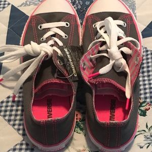 Pink & Gray low Converse size 4